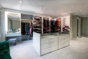 A Bespoke Walk in Wardrobe